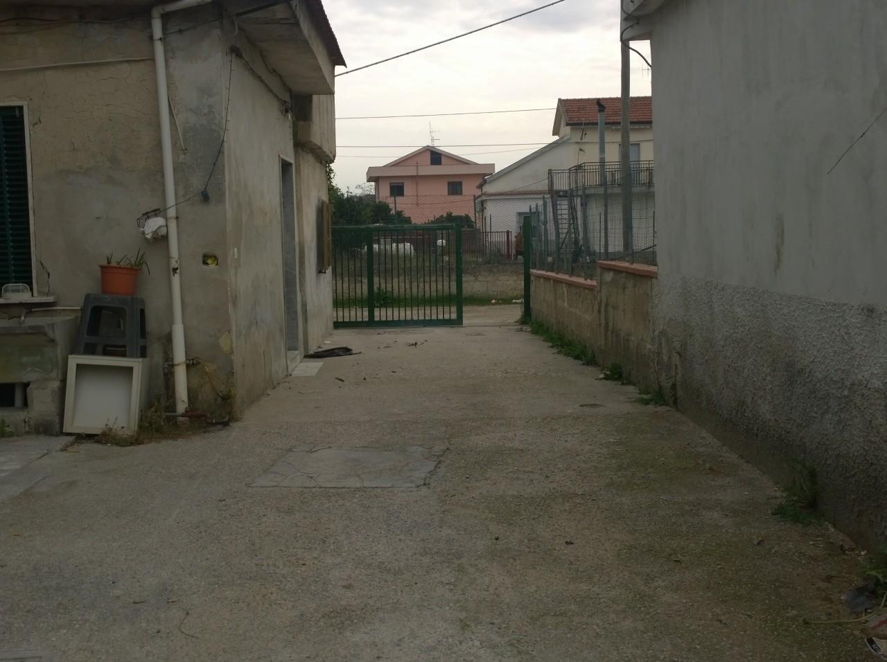 Casa singola in vendita a eboli sa zona eboli 2 bagni for Case affitto eboli arredate