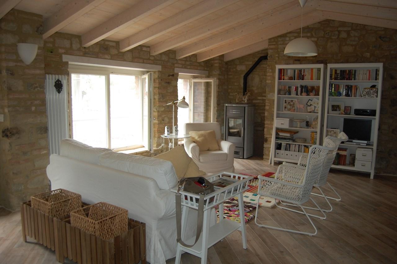 Casa singola in vendita a ponte nizza pv zona ponte - Casa in rustico ...