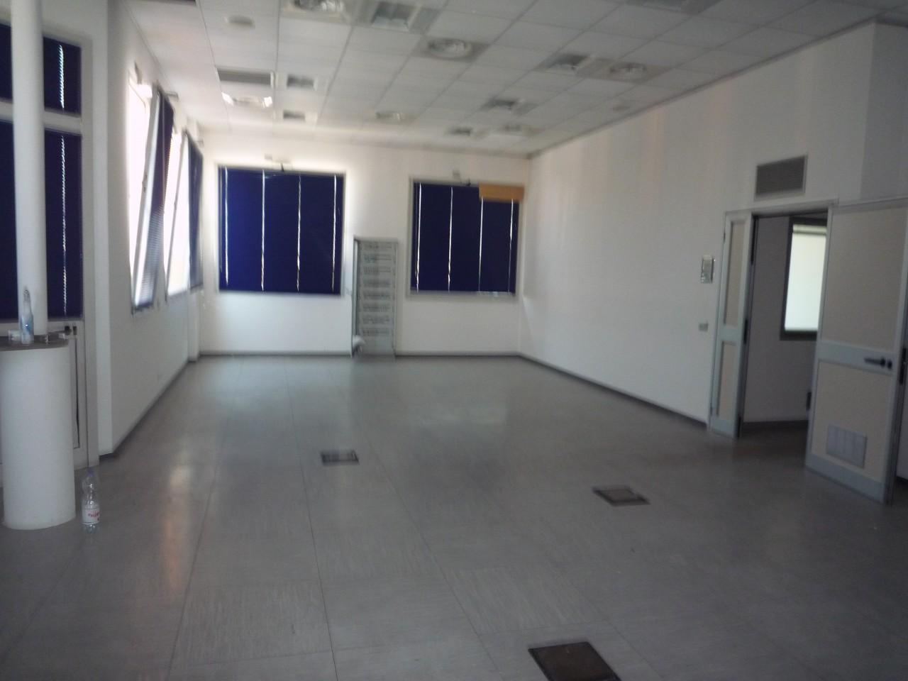 Ufficio Zona Industriale Padova : Ufficio in affitto a padova pd zona camin aria condizionata