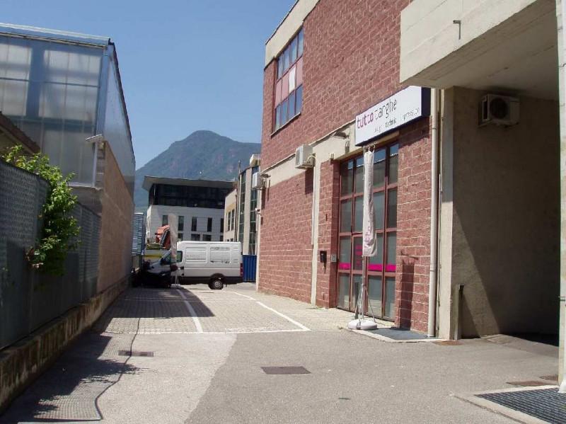 vendita capannone bolzano piani Via Di Mezzo Ai Piani 21 549900 euro  8 locali  500 mq