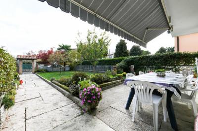 Piano terra con ing.ind. e giardino privato. rif.P97