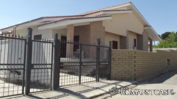 Villa in vendita a Roma in Via Prezza