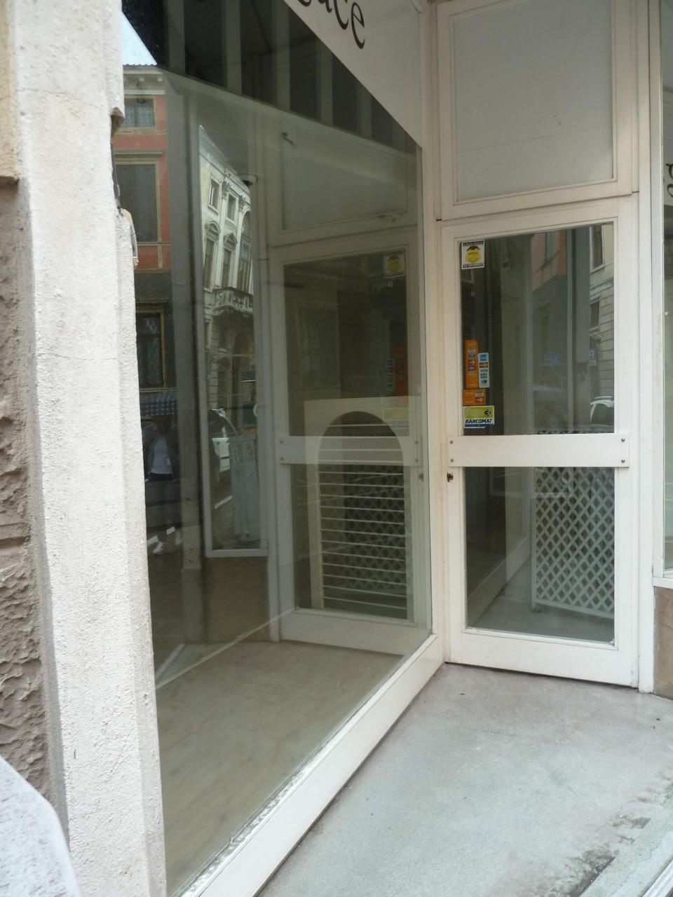 Negozio in affitto a padova pd zona santo chiavi in for 30 x 40 piani di garage con soppalco