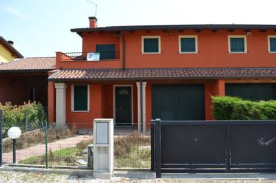 CARTURA. Villa bifamiliare di nuova costruzione con giardino e garage.