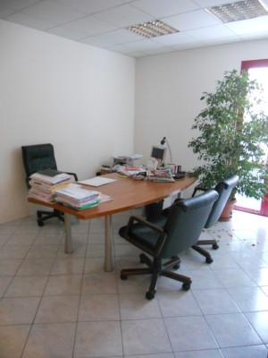 NOVENTA PADOVANA: ufficio con SALA RIUNIONI