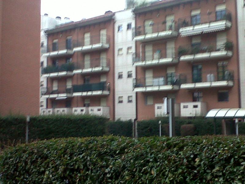 Bilocale Milano Via Sergio Tofano 4