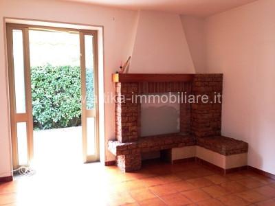R-1218 Casa singola con 2 unità abitative garage e magazzino in centro a Solesino