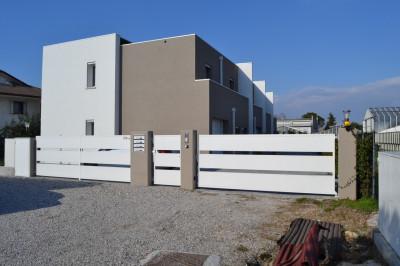 ALBIGNASEGO - CENTRO. Villetta bioclimatica con tre camere, garage e giardino.