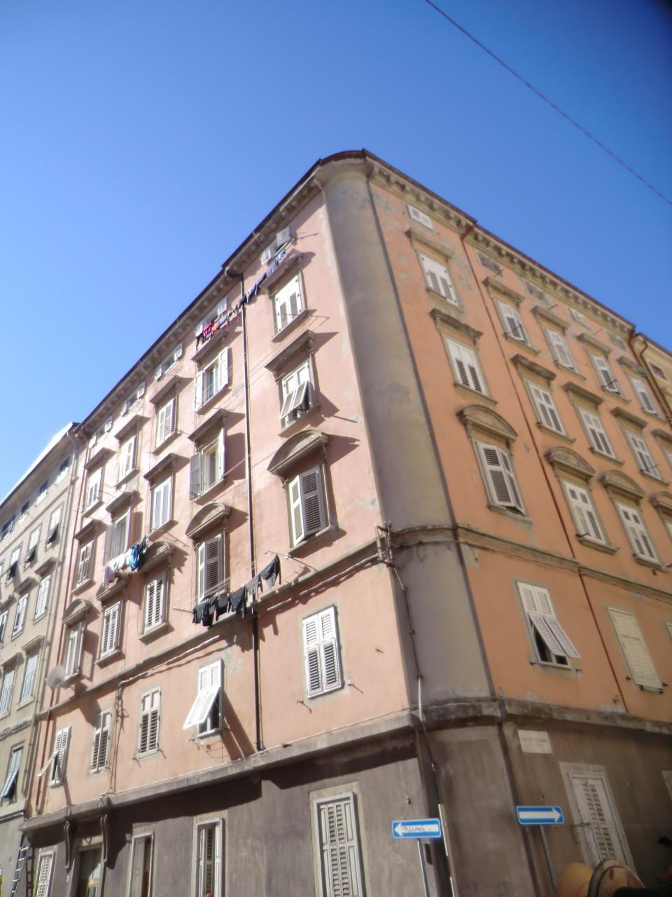 Appartamento bilocale in vendita a Trieste in zona Semicentro con 1 ...