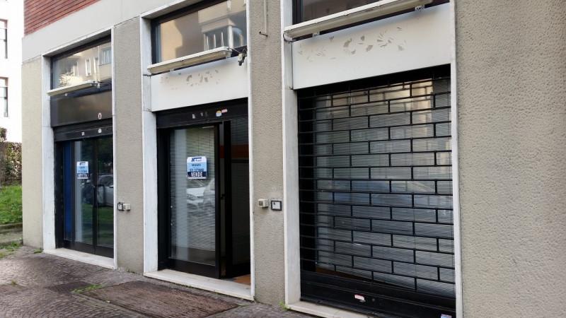 vendita locale commerciale como 0 99  160.000 €