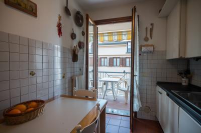Vendesi appartamento su due livelli, su interno quartieri confortevole di Monteortone