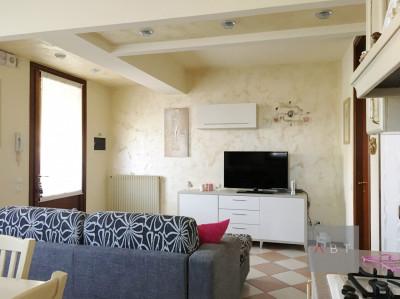 Santa Giustina in Colle (PD) vendesi quadrifamiliare con giardino privato.