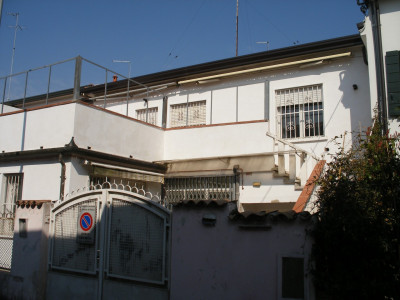 Zona Ognissanti appartamento arredato per 5 studenti