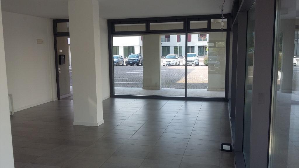 Negozio ufficio locazione rosa 39 travettore zona a sud for Garage con negozio