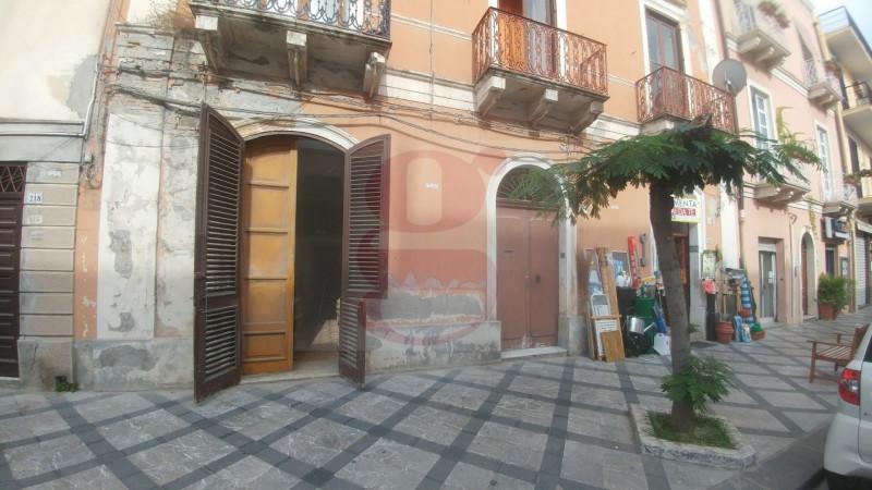 vendita appartamento milazzo milazzo - centro via umberto i 99000 euro  3 locali  113 mq