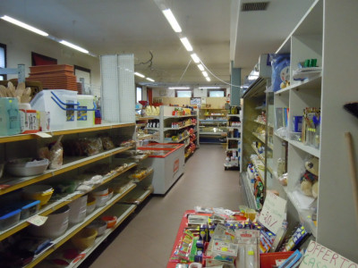 Affittasi negozio con magazzino