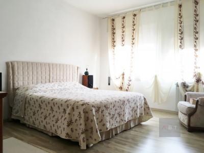 San Giorgio in Bosco (PD) vendesi bifamiliare abitabile con giardino privato.