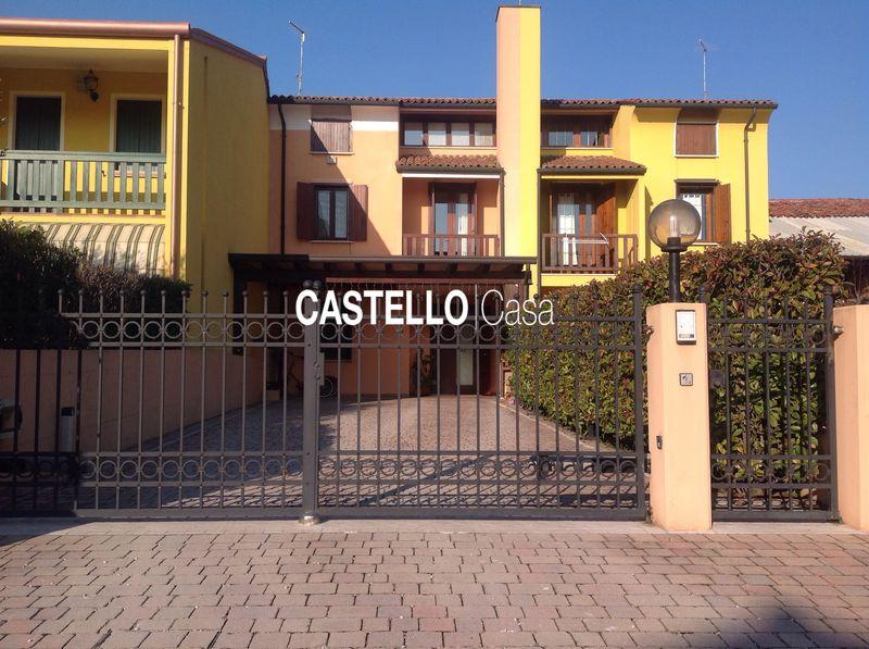 vendita villa a schiera castelfranco veneto castelfranco veneto Via Cervan 18 160000 euro  3 locali  182 mq