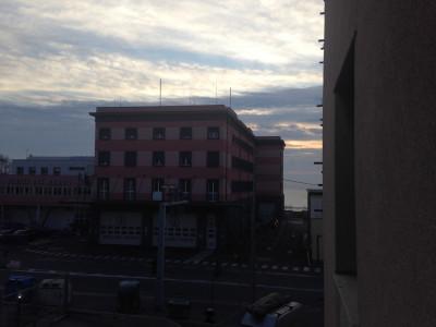 Savona, via Nizza, a venti metri dal mare trilocale al secondo piano non arredato