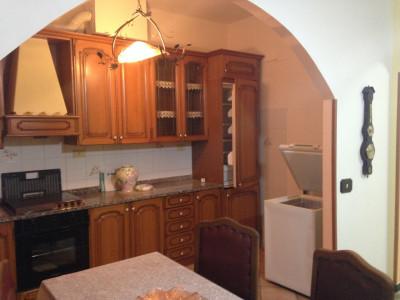 Valleggia centro, appartamento arredato al primo piano con due camere da letto
