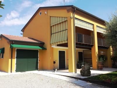 Montecchia di Selvazzano Dentro vic.ze golf -  Bifamiliare con 1.200 mq di giardino