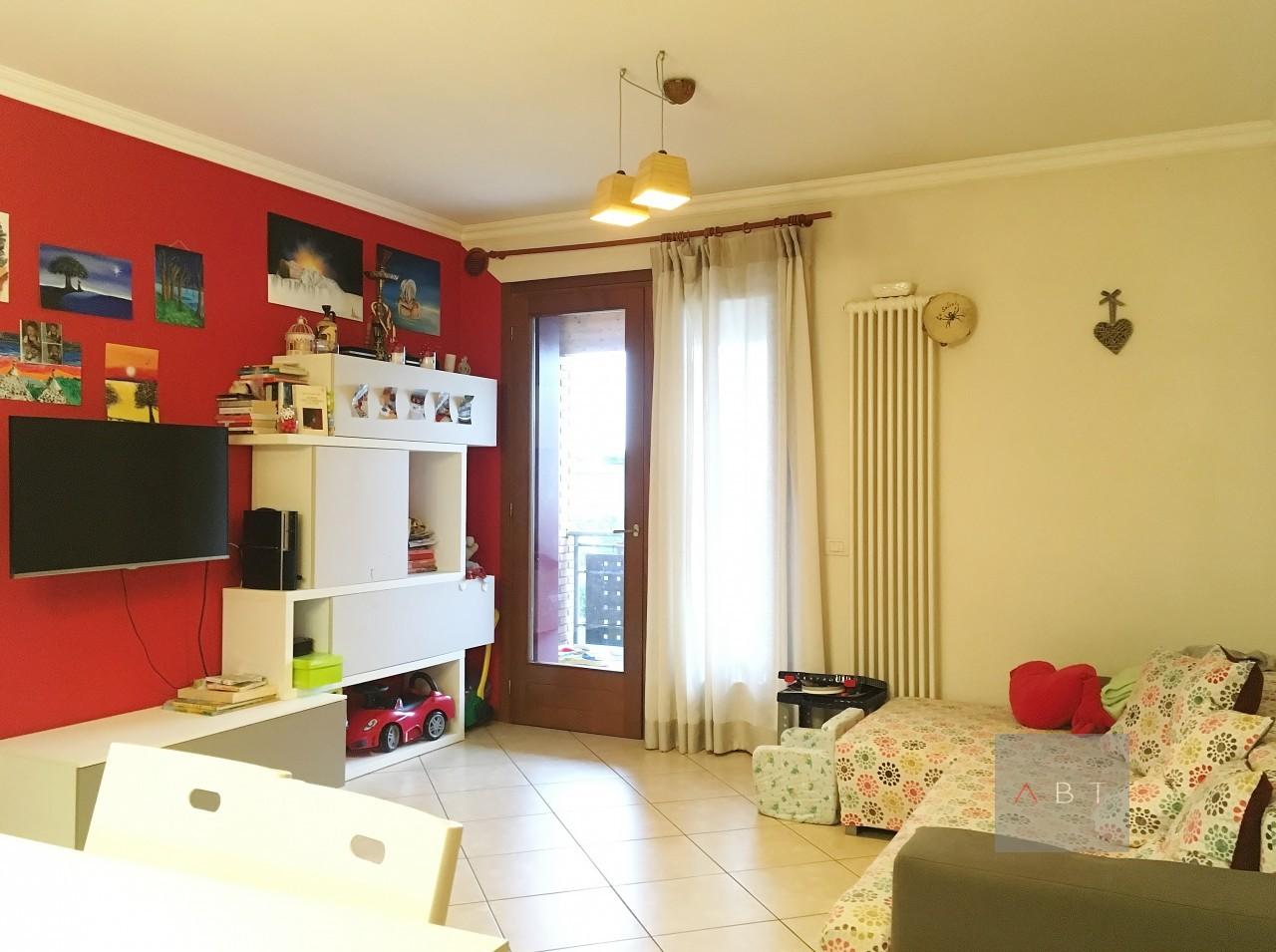 Tombolo (PD) vendesi appartamento bicamere con terrazza abitabile.