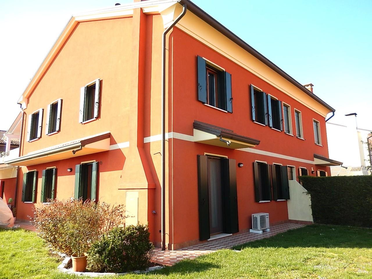 Appartamento con ingresso indipendente e giardino di proprietà