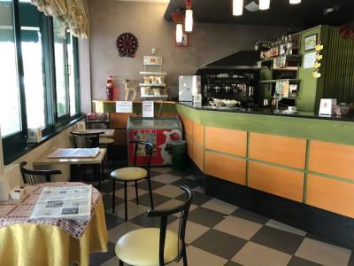 Negozio già locato a bar in vendita in centro a Due Carrare rif_1043