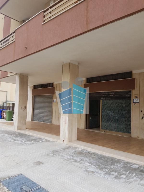 vendita locale commerciale lecce p. partigiani  120000 euro  180 mq