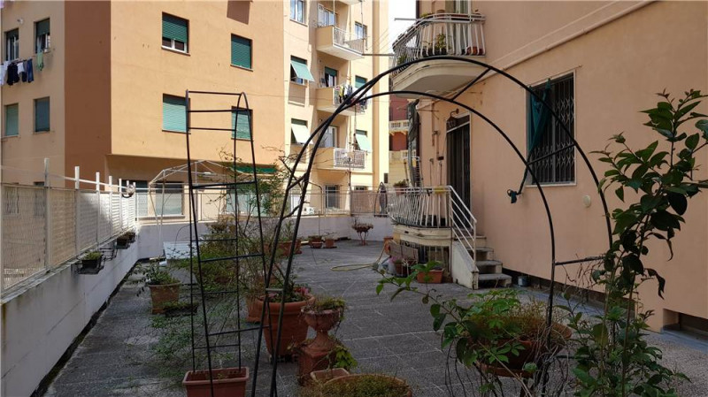 Appartamento in Vendita a Genova: 4 locali, 110 mq