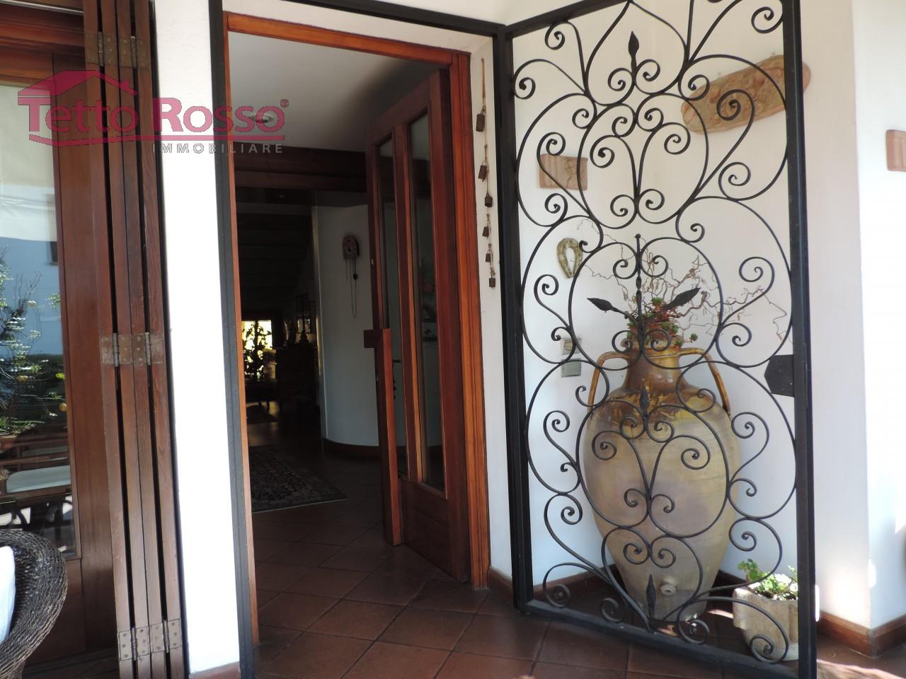 Villa singola eleganti finiture ampi spazi