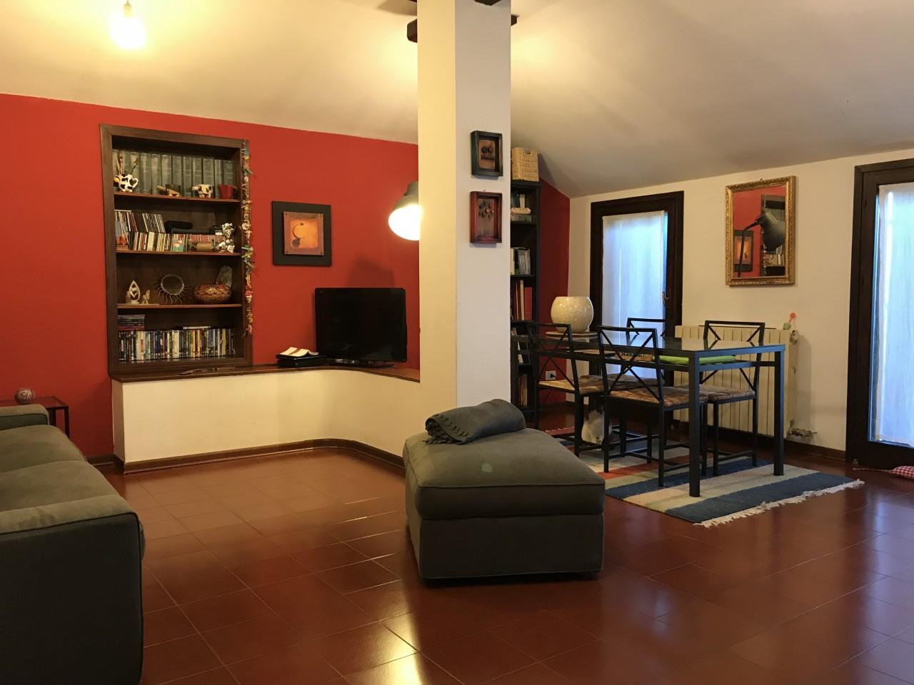 Appartamento mansardato all'ultimo piano con terrazza abitabile