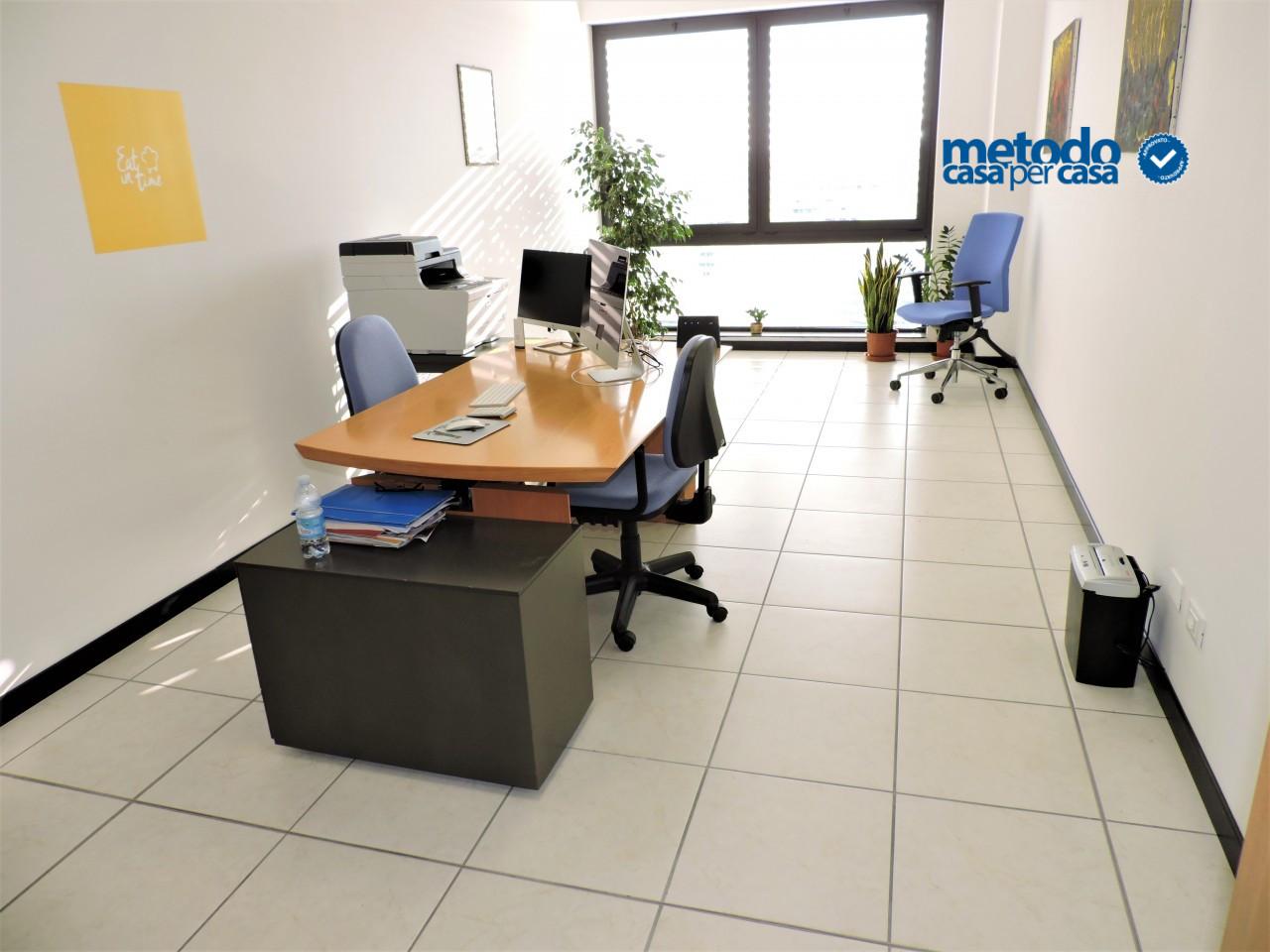 Uffici nuovissimi. Utenze incluse nel prezzo.