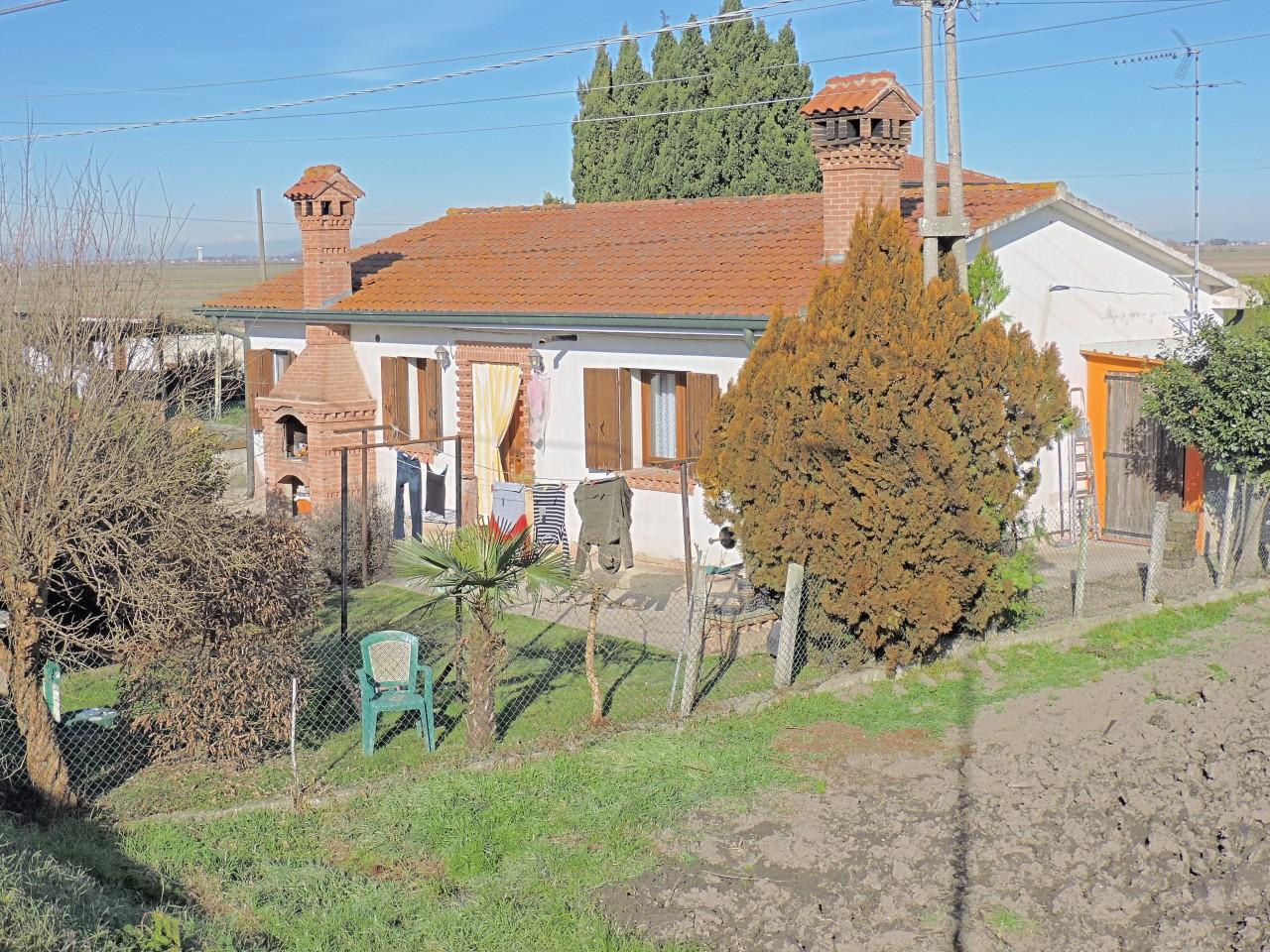Casa singola tutta su un piano con giardino, ristrutturata.