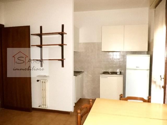 PADOVA - ZONA DUOMO: Monolocale con terrazzo - https://media.gestionaleimmobiliare.it/foto/annunci/091006/43733/800x800/003__dsc05617.jpg