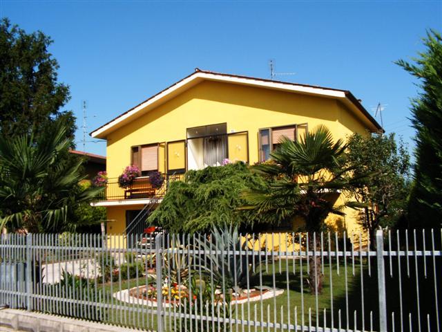 Casa Indipendente in discrete condizioni in vendita Rif. 4061163