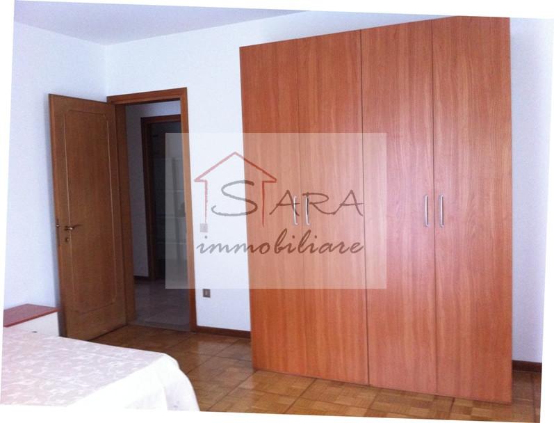 Appartamento con 2 camere e terrazza - https://media.gestionaleimmobiliare.it/foto/annunci/100608/80144/800x800/009__7camera1.jpg