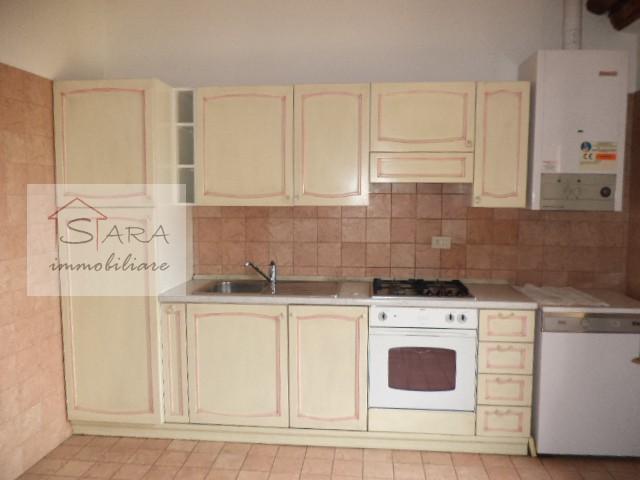 Attico mansardato di 200 mq in Corso Garibaldi - https://media.gestionaleimmobiliare.it/foto/annunci/120522/210470/800x800/012__cucina.jpg