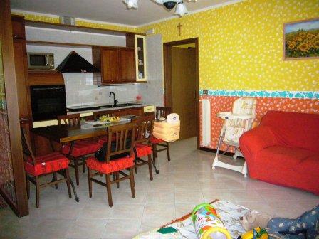 Appartamento in buone condizioni arredato in vendita Rif. 10957434