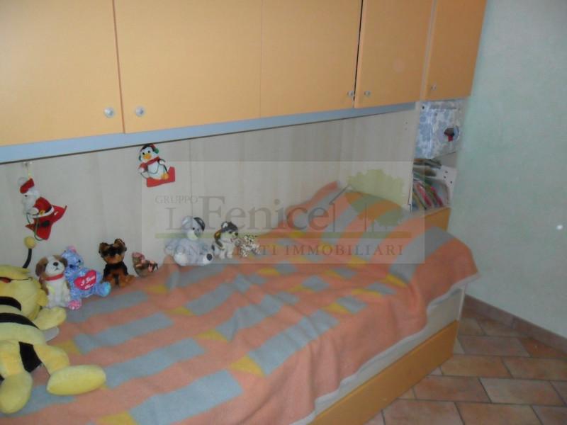 CASTELNUOVO : TRILOCALE ARREDATO - https://media.gestionaleimmobiliare.it/foto/annunci/120925/229089/800x800/005__sam_3234_wmk_0.jpg