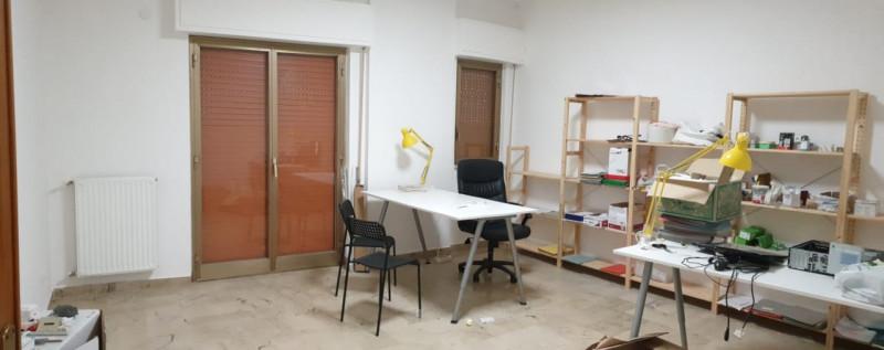 Ufficio in discrete condizioni in affitto Rif. 9505160