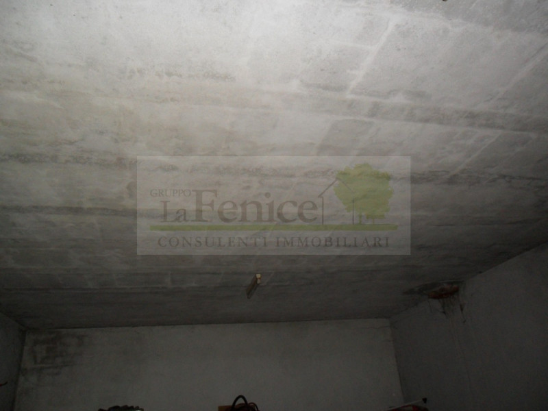 Villa angolare - https://media.gestionaleimmobiliare.it/foto/annunci/130408/319098/800x800/1.jpg