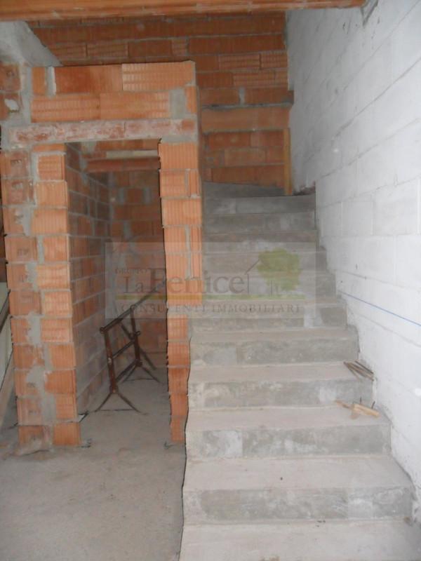 Villa angolare - https://media.gestionaleimmobiliare.it/foto/annunci/130408/319098/800x800/6.jpg
