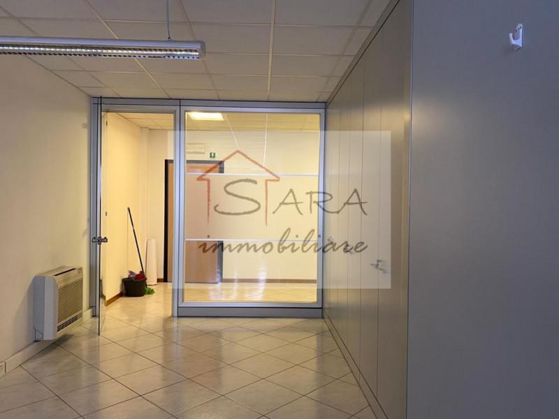 ufficio 150 mq - https://media.gestionaleimmobiliare.it/foto/annunci/130530/354101/800x800/000__vano2.jpg