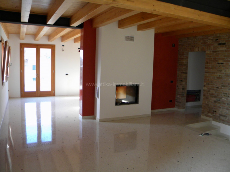 Appartamento in ottime condizioni in vendita Rif. 6945633
