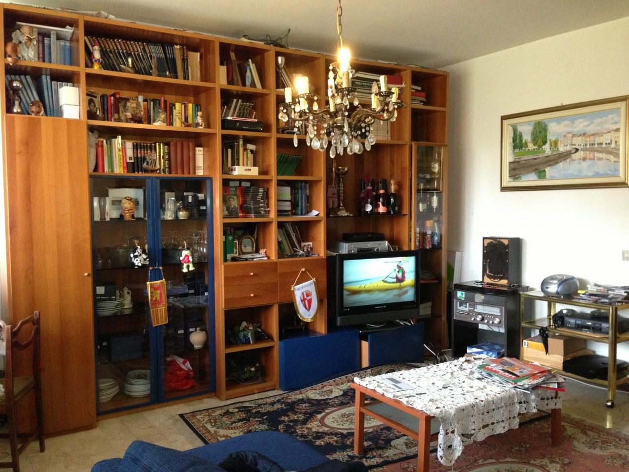 Padova zona Mortise appartamento al primo piano scala da 6 unità abitative