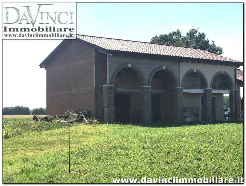 Villa Bifamiliare in vendita a Campolongo Maggiore, 4 locali, zona Località: Campolongo Maggiore, prezzo € 99.000 | CambioCasa.it