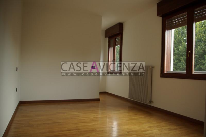 Appartamento in vendita a Longare, 3 locali, zona Zona: Costozza, prezzo € 80.000 | CambioCasa.it