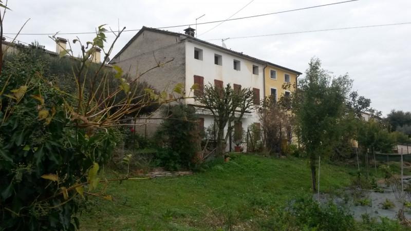 Rustico / Casale da ristrutturare in vendita Rif. 4070353
