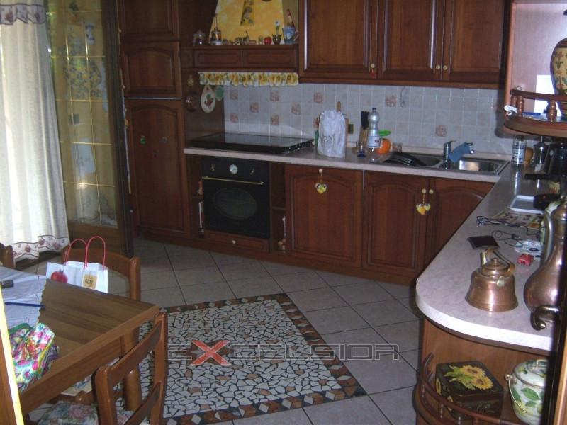 Appartamento in ottime condizioni in vendita Rif. 9655650